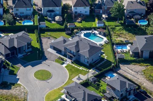 Tour de maison complet avec piscine contemporain (1)